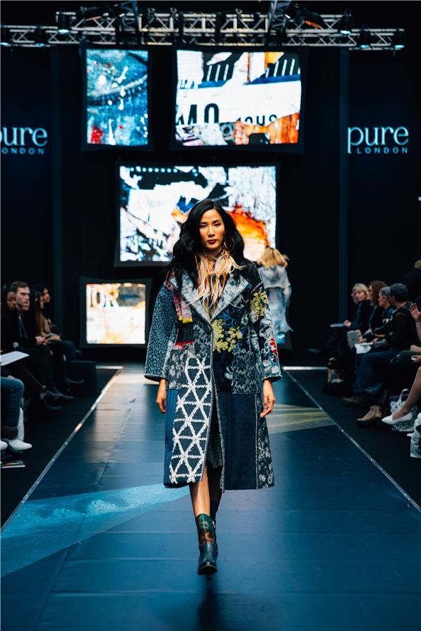 Các sự kiện womenswear toàn diện nhất ở Anh giới thiệu giày dép, phụ kiện và sẵn sàng để trưng diện các bộ sưu tập từ hơn 1.000 thương hiệu giữa các thương hiệu cao cấp và thiết kế nổi tiếng.