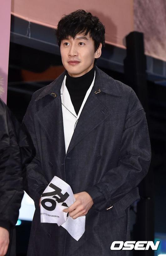 Ngày ra mắt phim của cậu em D.O., chắc hẳn không thể thiếu sự có mặt của ông anh Lee Kwang Soo