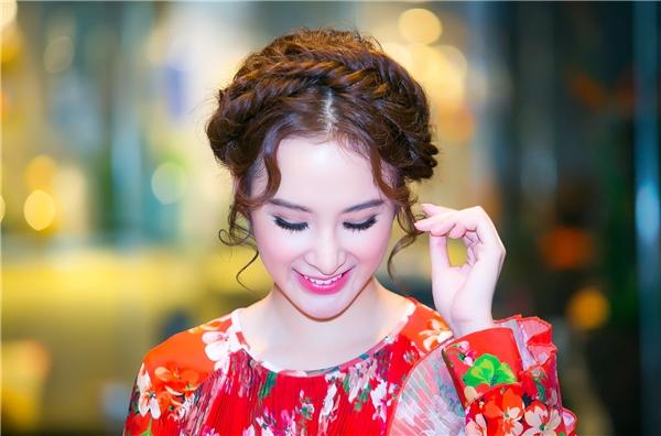 Angela Phương Trinh diện váy đỏ rực đẹp tựa thiên thần - Tin sao Viet - Tin tuc sao Viet - Scandal sao Viet - Tin tuc cua Sao - Tin cua Sao