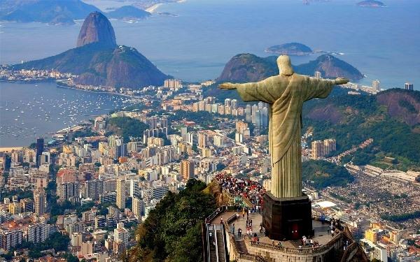 Thực tế, Rio de Janeiro từng là thủ đô của Brazi vào khoảng giữa thế kỉ 18.