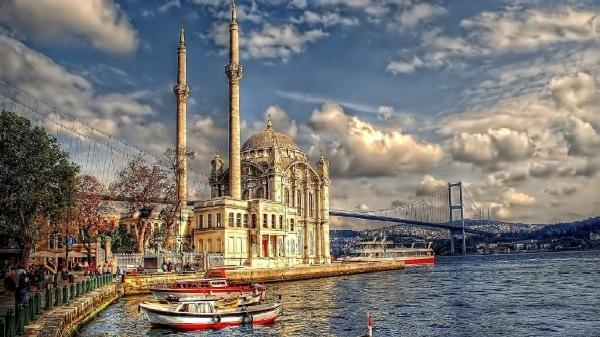 Istanbul cũng từng là thủ đô Thổ Nhĩ Kỳ cho đến khi bị thay thế vào năm 1923.