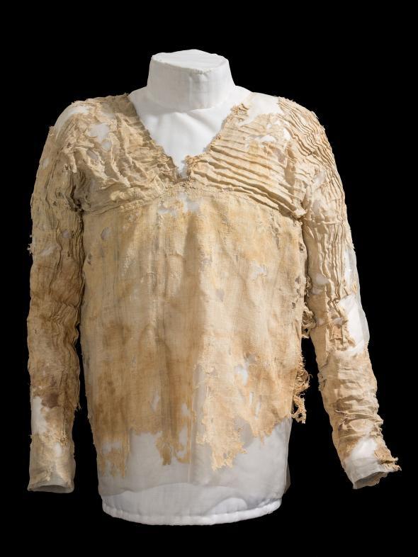 Chiếc áo dệt may lâu đời nhất thế giới từng thuộc về một vị vua. (Ảnh: National Geographic)
