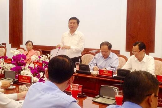 Bí thư Thành ủy TP HCM Đinh La Thăng phát biểu tại cuộc họp - Ảnh: SGGP