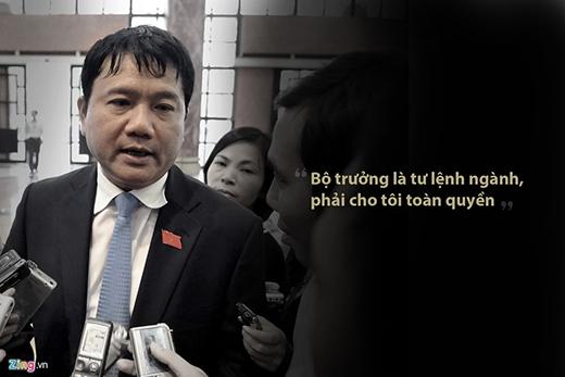 """Ngày 3/8/2011, ông Đinh La Thăng trả lời báo giới sau khi được Quốc hội khóa XIII phê chuẩn chức vụ Bộ trưởng Bộ Giao thông. """"Tư lệnh ra chiến trường phải được toàn quyền quyết định chiến đấu, tiến hay lùi, nếu chờ xin phép thủ trưởng ở nhà thì sẽ lỡ cơ hội"""", ông giải thích cho khái niệm mà sau này đã gắn chặt với ông suốt cả nhiệm kỳ. (Ảnh: Zing.vn)"""