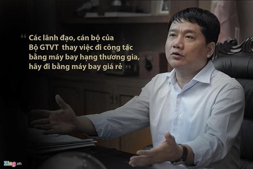 Bộ trưởng Thăng trao đổi tại cuộc họp với cán bộ ngành giao thông sáng tháng 10/2013 nhằm tiết kiệm chi phí trong điều kiện kinh tế khó khăn. (Ảnh: Zing.vn)
