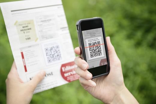 Quét mã QR để tìm hiểu thêm thông tin về một sản phẩm hay dịch vụ nào đó trên mạng. (Ảnh: Internet)