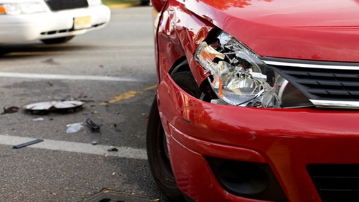 Khi xe bạn bị người khác va quẹt dẫn đến hư hỏng, chụp lại chỗ bị hỏng để tránh phát sinh thêm những tình huống phức tạp hơn nữa. (Ảnh: Internet)