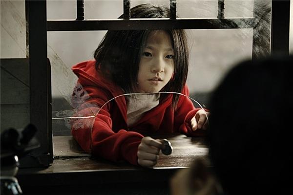 Dân mạng há hốc trước vẻ ngoài lột xác của sao nhí Kim Sae Ron