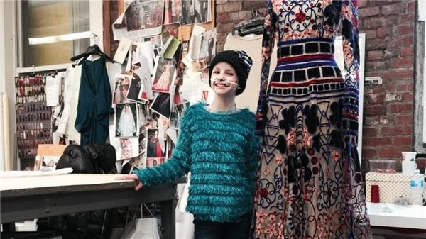 Trinity Moran là một cô bé 11 tuổi sống tại Texas, mắc bệnh ung thư mô liên kết – một chứng bệnh hiếm và cực kì nguy hiểm. (Ảnh: Mashable)