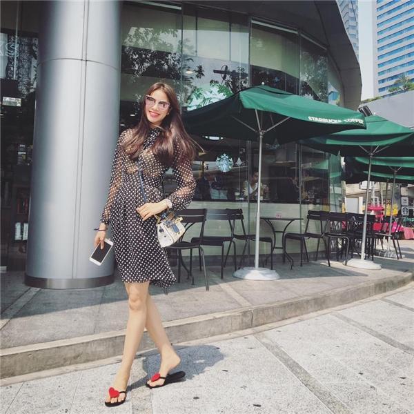 Nói về gu thời trang của người đẹp 24 tuổi, gần như không phải bàn cãi quá nhiều về sự sang trọng, quyến rũ và hợp xu hướng. - Tin sao Viet - Tin tuc sao Viet - Scandal sao Viet - Tin tuc cua Sao - Tin cua Sao