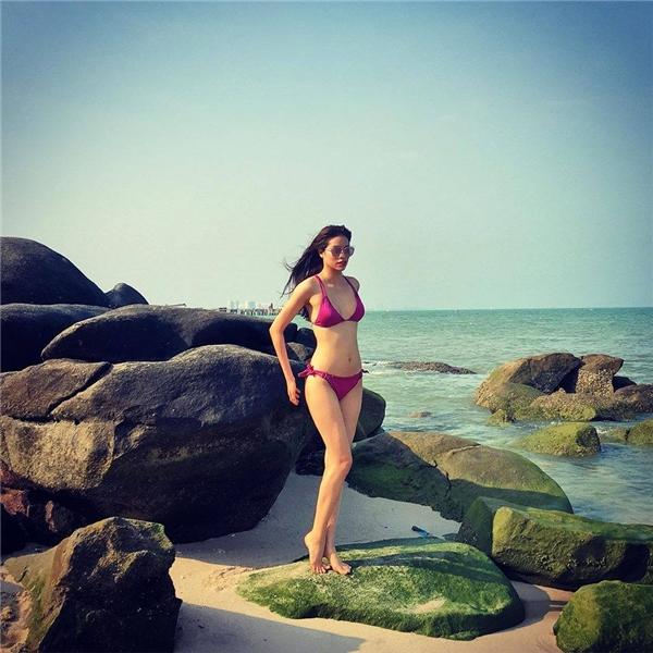 """Mới đây, Phạm Hương tiếp tục """"đốt mắt"""" người hâm mộ khi diện bikini tạo dáng trước bờ biển tại Thái Lan. - Tin sao Viet - Tin tuc sao Viet - Scandal sao Viet - Tin tuc cua Sao - Tin cua Sao"""