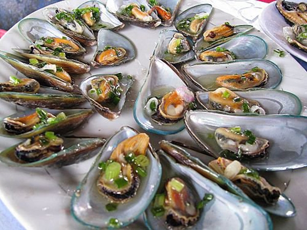 Một vài món ăn được chế biến từ các loại hải sản ở Long Sơn. (Ảnh: Internet)