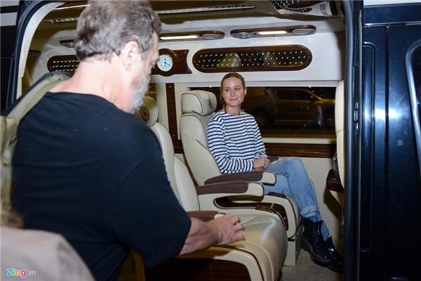 Ngay sau khi rời khỏi sân bay, các ngôi sao sẽ trở về một khách sạn năm sao tại Hà Nội để nghỉ ngơi, trước khi có một tháng làm việc tại Ninh Bình và Quảng Bình.