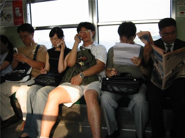Hình ảnh này chắc chắn không có ở các phương tiện công cộng Nhật Bản.(Ảnh: Internet)