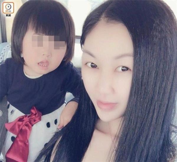 Cô Hoàng và cô con gái 3 tuổi đáng yêu của mình (Ảnh: Internet)
