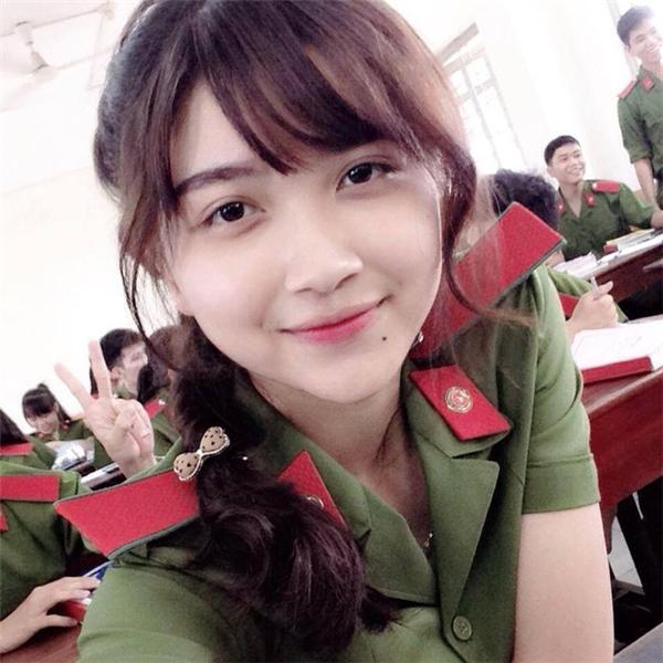 """Cận cảnh nhan sắc """"Police xinh đẹp nhất miền Đông Nam Bộ"""""""