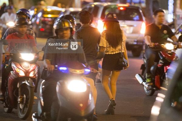 Sau tất cả sóng gió, cặp đôi lại trở về bênnhau với những cử chỉ tình cảm, thân mật trên phố. - Tin sao Viet - Tin tuc sao Viet - Scandal sao Viet - Tin tuc cua Sao - Tin cua Sao
