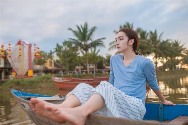 Hiện tại Weibo của anh đã thu hút hơn 420 nghìn lượt theo dõi, cả nam và nữ đều mê mẩn vẻ đẹp phi giới tính của Tinh Dã. (Nguồn Internet)
