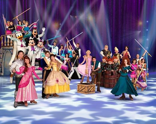 Tham gia vào Disney On Ice presents Magical Ice Festival, chúng ta sẽ có cơ hội khám phá những câu chuyện của Disney theo cách cực kì độc đáo.Các nhân vật đáng yêu sẽ bước ra từ cổ tích, kể lại những chuyến hành trình đầy thú vị của họ trong không gian mát lạnh của băng tuyết cùng những âm nhạc sống động, vũ điệu rộn rã kết hợp với nghệ thuật trình diễn sân khấu đẳng cấp quốc tế.