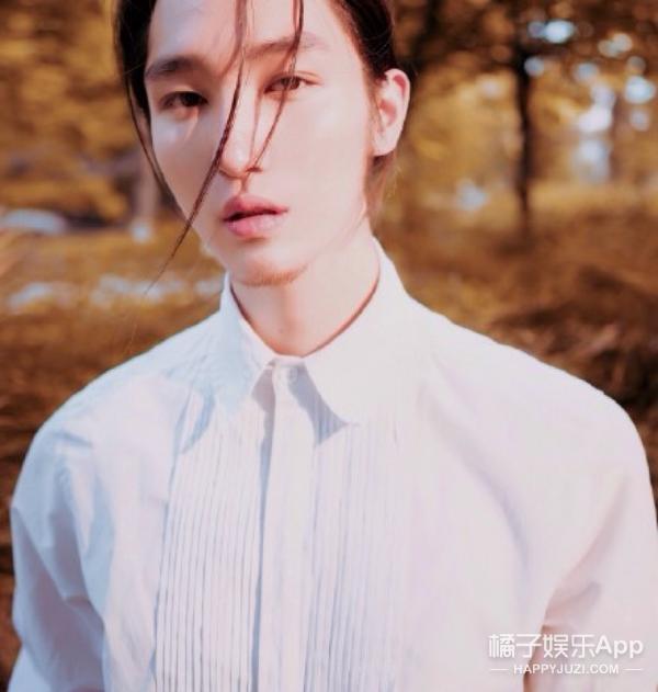 Tinh Dã đang sinh sống tại Singapore và học trong ngôi trường School of Visual Arts, chuyên ngành nhiếp ảnh. (Nguồn Internet)