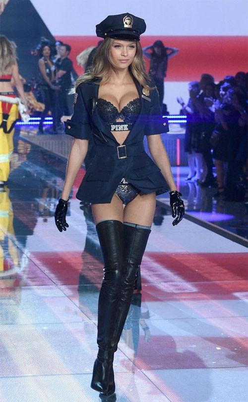 Jo xinh đẹp trên sàn diễn Victoria's Secret năm ngoái