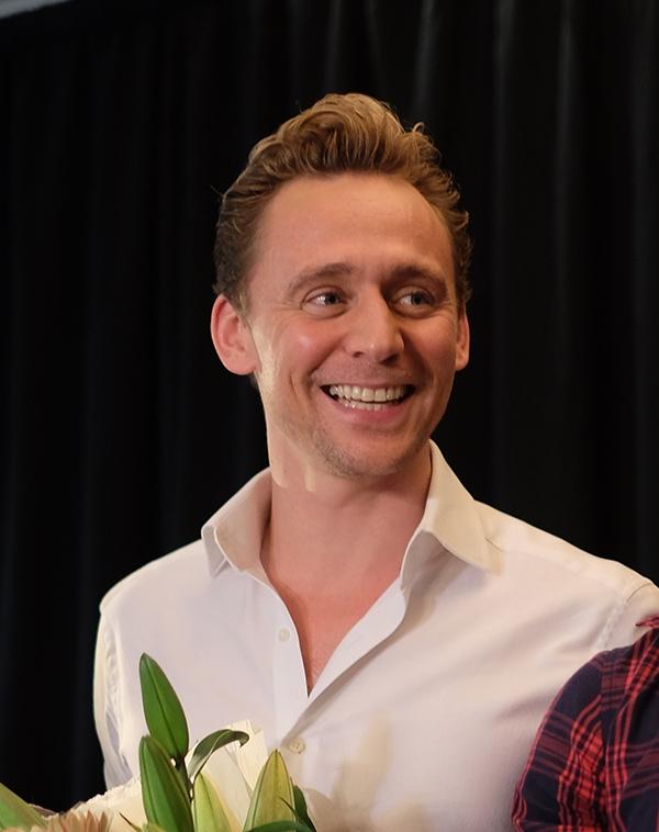 Cận cảnh vẻ đẹp nam tính, lịch lãm của nam tài tử Tom Hiddleston.