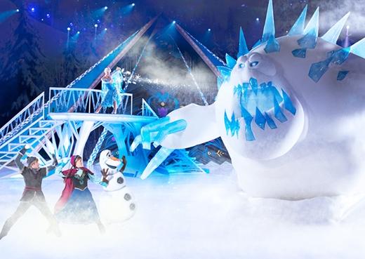 Thế giới băng tuyết mát lạnh với nghệ thuật biểu diễn độc đáo.