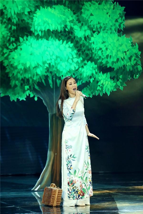 Ca khúc được hòa phối trên nền nhạc dương cầm du dương, Maya thuần khiết trong tà áo dàiViệt Nam truyền thống. - Tin sao Viet - Tin tuc sao Viet - Scandal sao Viet - Tin tuc cua Sao - Tin cua Sao