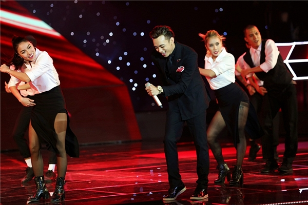 Phần vũ đạo cực hút mắt của Soobin Hoàng Sơn trên sân khấu. - Tin sao Viet - Tin tuc sao Viet - Scandal sao Viet - Tin tuc cua Sao - Tin cua Sao