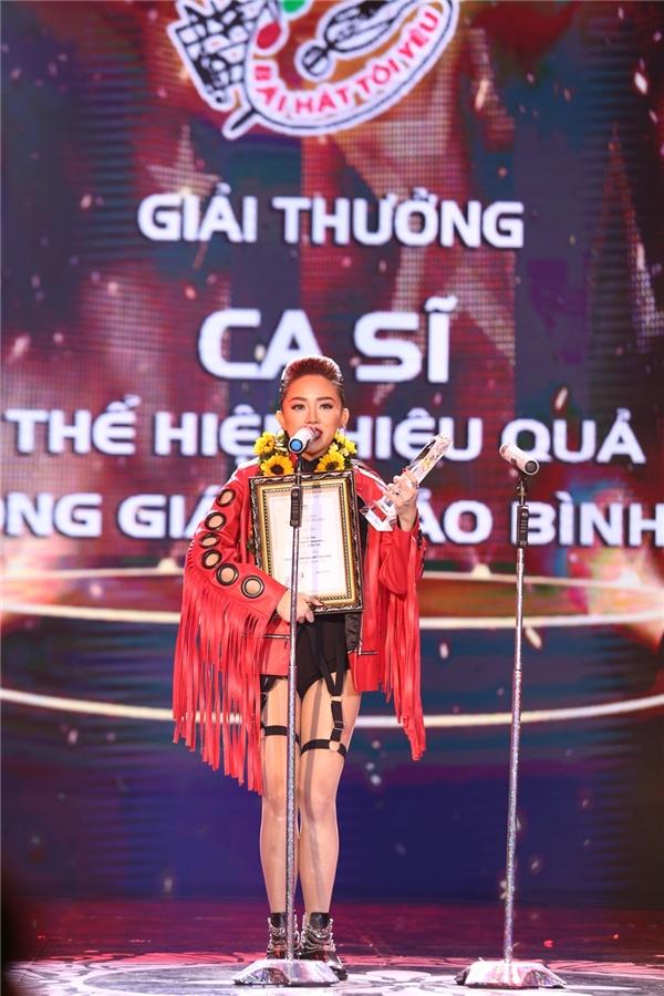 Tóc Tiên nhận giải Ca sĩ thể hiện hiệu quả, - Tin sao Viet - Tin tuc sao Viet - Scandal sao Viet - Tin tuc cua Sao - Tin cua Sao