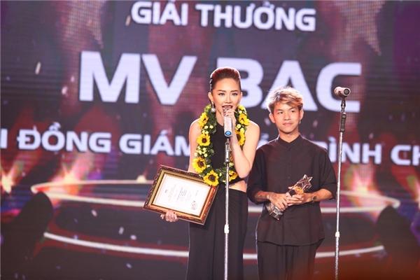 Và giải thưởng MV Bạc được trao cho cô sau đó không lâu. - Tin sao Viet - Tin tuc sao Viet - Scandal sao Viet - Tin tuc cua Sao - Tin cua Sao
