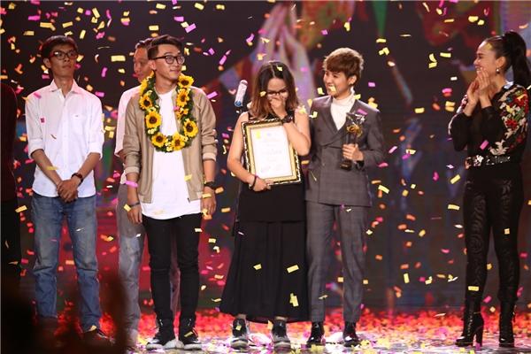 Tại phần trao giải thưởng chính, Vũ Cát Tường đã xuất sắc nhận lấy giải thưởng MV vàng với ca khúc Mơ. - Tin sao Viet - Tin tuc sao Viet - Scandal sao Viet - Tin tuc cua Sao - Tin cua Sao