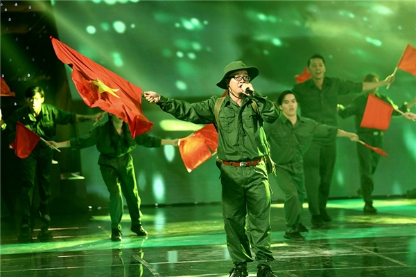 Justa Tee, Big Dady khiến ban giám khảo nể phục vì remix nhạc đỏ - Tin sao Viet - Tin tuc sao Viet - Scandal sao Viet - Tin tuc cua Sao - Tin cua Sao