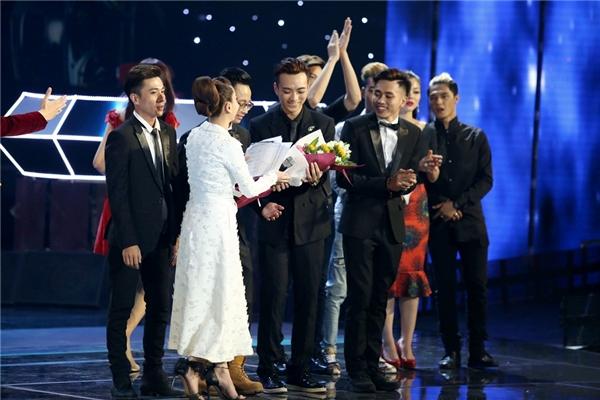 ĐộiSoobin Hoàng Sơn xuất sắc trở thành chủ nhân giải thưởng dành cho nhóm thí sinh nhận được nhiều lượt bình chọn nhất từ mạng xã hội. - Tin sao Viet - Tin tuc sao Viet - Scandal sao Viet - Tin tuc cua Sao - Tin cua Sao