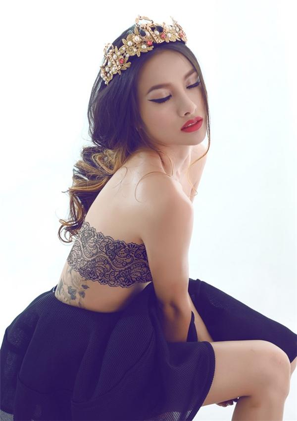 Nữ diễn viên Trương Nhi cũng thực hiện bộ ảnh đểkhoe ra hình xăm gợi cảm - Tin sao Viet - Tin tuc sao Viet - Scandal sao Viet - Tin tuc cua Sao - Tin cua Sao