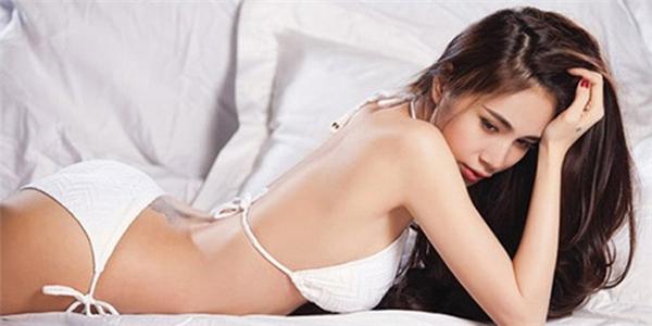 Nữ ca sĩ Thủy Tiên mặc bikini khoe hình xăm nơi hõm lưng - Tin sao Viet - Tin tuc sao Viet - Scandal sao Viet - Tin tuc cua Sao - Tin cua Sao