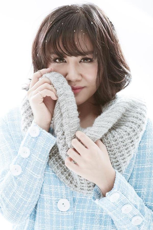 Kiểu tóc bob ngắn cùng mái mưa xiên chéo nhẹ nhàng giúp gương mặt của Văn Mai Hương trẻ trung và hợp tuổi hơn hẳn các kiểu tóc dài mà cô nàng từng để.