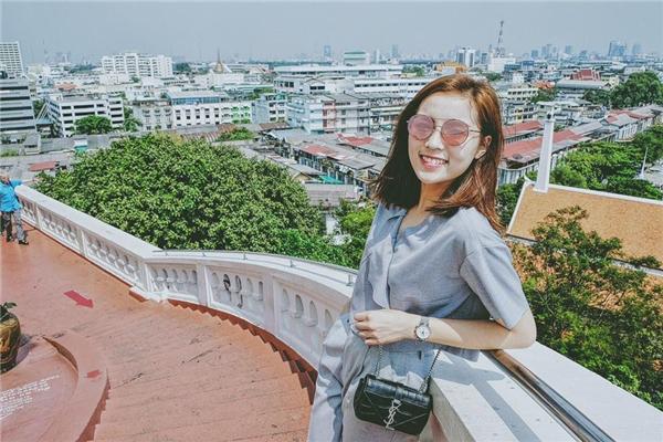 Hoa hậu Việt Nam 2014 hóa thân thành quý cô cổ điển với những tông màu trầm ấm như: nâu, be, xám ghi…