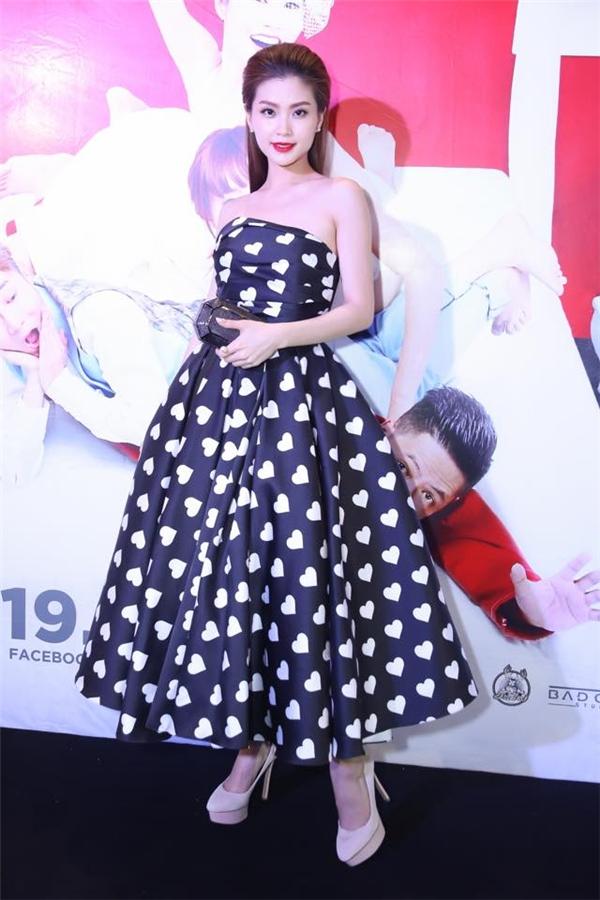 Diễm Trang ngọt ngào, điệu đà với váy họa tiết trái tim của nhà thiết kế Đỗ Mạnh Cường trên thảm đỏ.
