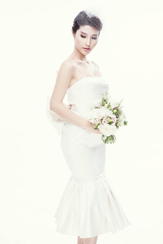 Chiếc váy cưới trong phim được thiết kế đơn giản, hiện đại nhưng vô cùng sang trọng, quý phái.