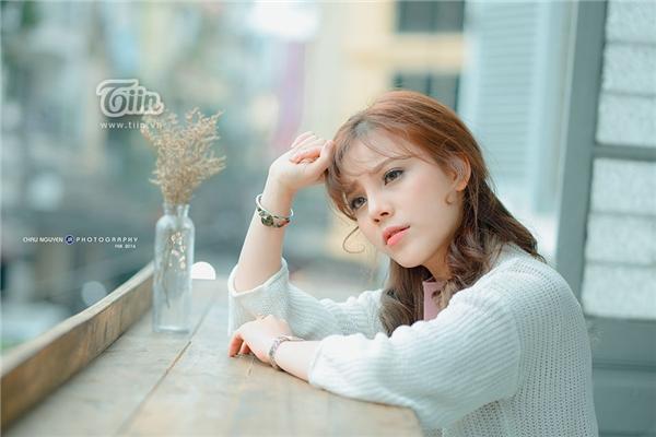 Ngoài ngoại hình xinh đẹp, Mai Anh còn được cư dân mạng chú ý bởi những bản cover được chia sẻ rộng rãi trên mạng xã hội. Trong đó clip được chú ý nhiều nhất là bản cover ca khúc 'Mùa yêu đầu'.