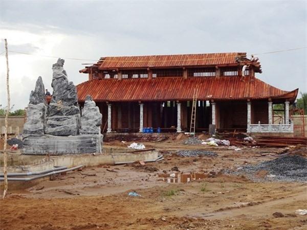 Công trình Nhà thờ Tổ nghiệp của Hoài Linh đang dần hoàn thiện - Ảnh: Dương Cầm - Tin sao Viet - Tin tuc sao Viet - Scandal sao Viet - Tin tuc cua Sao - Tin cua Sao