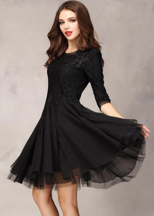 Đầm đen đem đến cho bạn sự thoải mái và tự tin vô cùng lớn. (Ảnh: missguided)