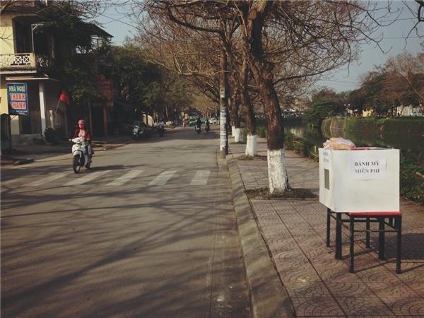 Thùng bánh mì gần cầu Phủ Cam. (Ảnh: Facebook)