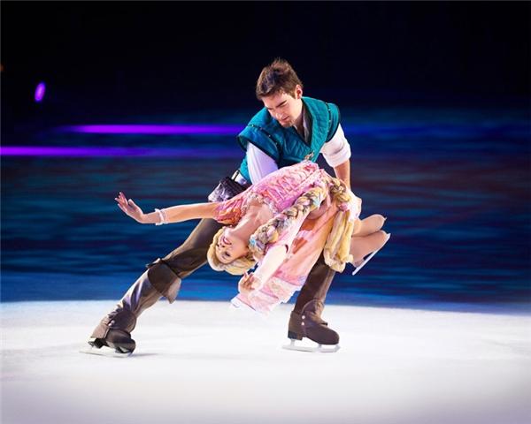 Sẽ như thế nào nếu chúng ta được được cảm nhận những giai điệu hấp dẫn, được chứng kiến những màn trượt băng điêu luyện được thực hiện bởi những nàng công chúa và hoàng tử Disney chúng ta đã từng yêu thích trên màn ảnh?