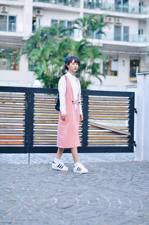 """Để có được vẻ ngoài hoàn hảo và lôi cuốn, Quỳnh Anh Shyn rất chăm chỉ theo dõi và cập nhật những xu hướng thời trang mới nhất trên thế giới. Cô nàng vận dụng đầy thông minh, sáng tạo vào style cá nhân để bản thân trở nên nổi bật, không """"đụng hàng"""" với bất kỳ mỹ nhân nào khác của làng thời trang Việt. - Tin sao Viet - Tin tuc sao Viet - Scandal sao Viet - Tin tuc cua Sao - Tin cua Sao"""