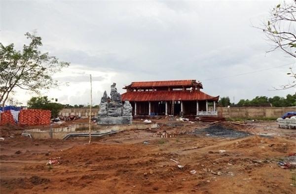 Đền thờ tổ của Nghệ sĩ ưu tú Hoài Linh vẫn đang được tiếp tục xây dựng. (Ảnh; Internet) - Tin sao Viet - Tin tuc sao Viet - Scandal sao Viet - Tin tuc cua Sao - Tin cua Sao