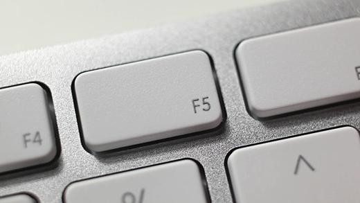 Nhấn nút F5 ngoài Desktop không hề giúp máy tính chạy nhanh hơn. (Ảnh: Internet)