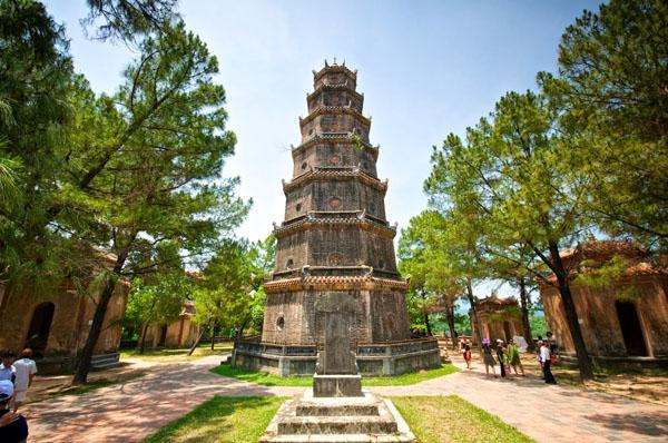 Nhiều cặp đôi không dám đến chùa Thiên Mụ (Huế) vì sợ dính phải lời nguyền chia tay.