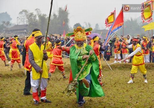 Đây là màn rước chính trong lễ hội Ná Nhèm, là lễ hội được trao bằng di sản văn hóa phi vật thể quốc gia 2016.